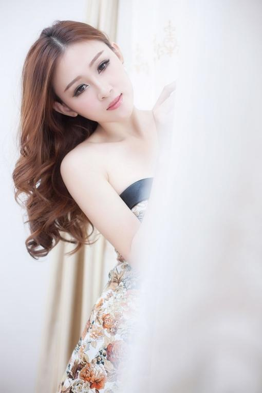 短装性感美女壁纸苹果iphone4s高清640x960