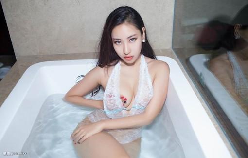 性感美女浴室湿身照