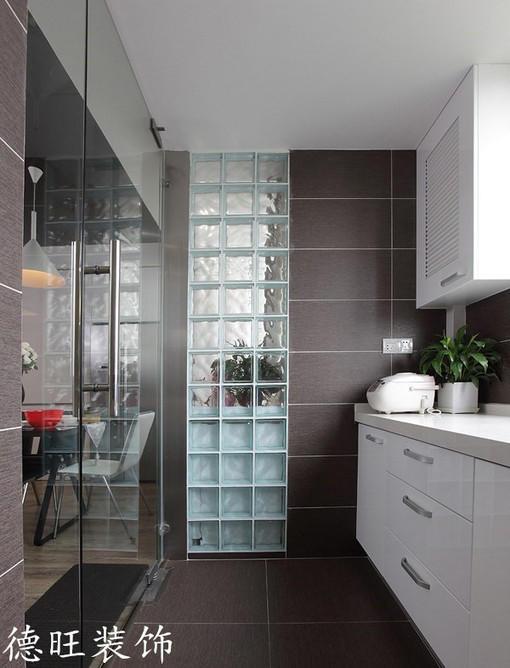 現代風格廚房玻璃門裝修效果圖