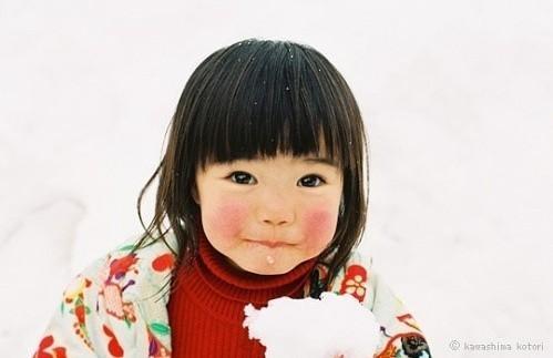 日本摄影师川岛小鸟( kotori kawashima)拍摄的一个小女孩mirai-chan