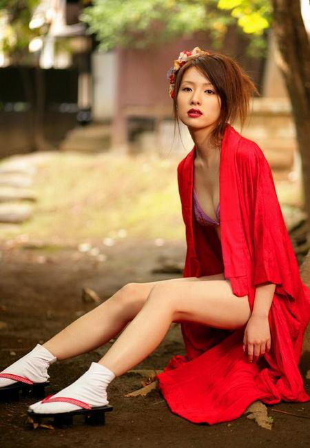 火红的性感日本美女濑户早妃 竖