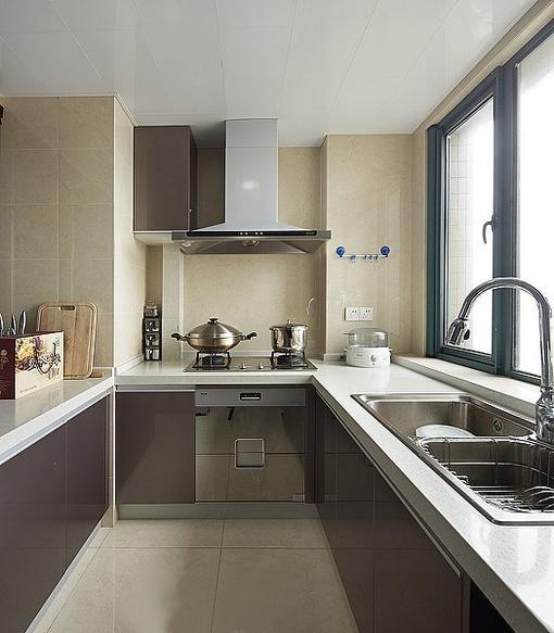 现代风格u型厨房橱柜装修图片