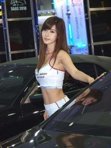 宋智娜吊带女神 车展上性感妩媚身姿惹人爱