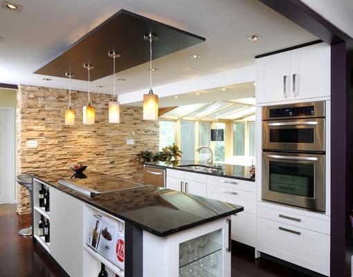 厨房#欧式简约厨房装修效果图还有小吧台哦