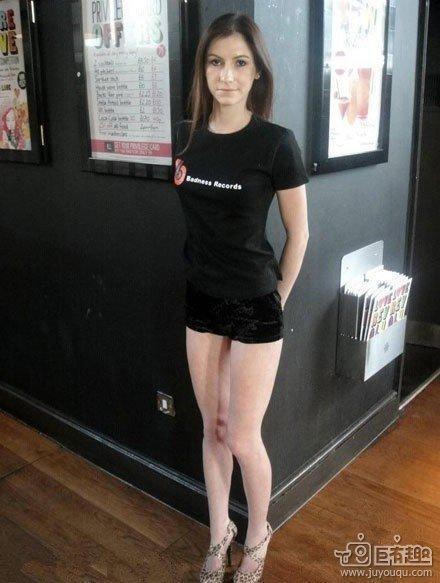 美女两腿之间是什么?
