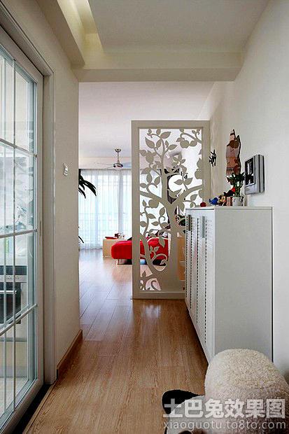 進門玄關鏤空雕花隔斷設計效果圖片