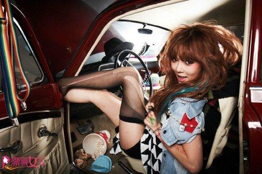 美女私家车撕破丝袜