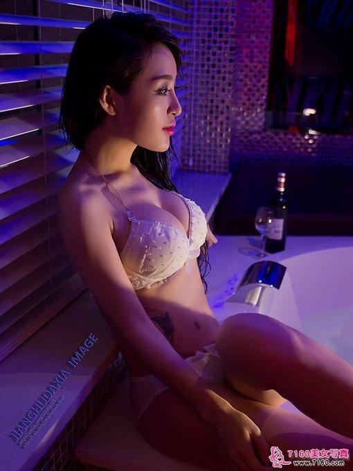 浴室里的美女郭云萌