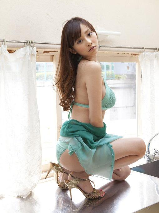 绿衣性感大胸美女 图片