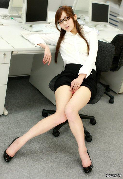 美女麻仓优制服写真 优姿美女艺术套图 竖