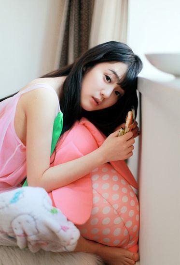 清纯小美女慵懒的周末生活写真