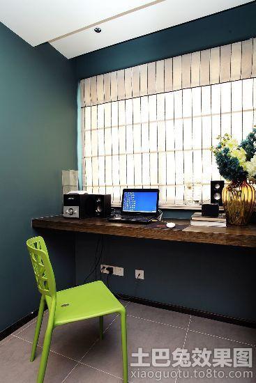 简约书房靠窗书桌装修效果图