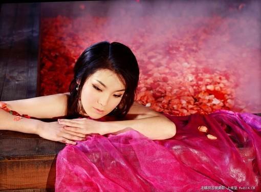 《美女沐浴》《月夜下的思念》古典美女素材5组   彼岸桃花