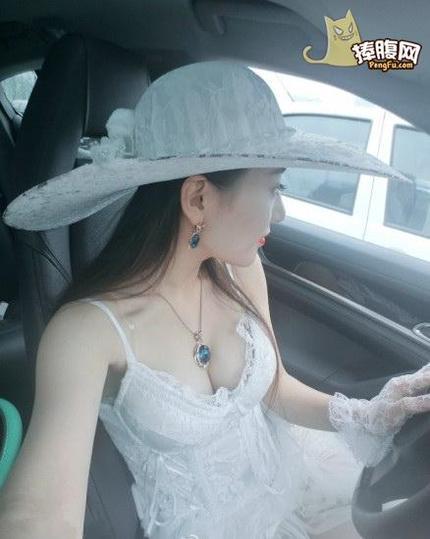 遇美女开车不系安全带