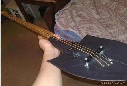 自己制造了一把吉他!