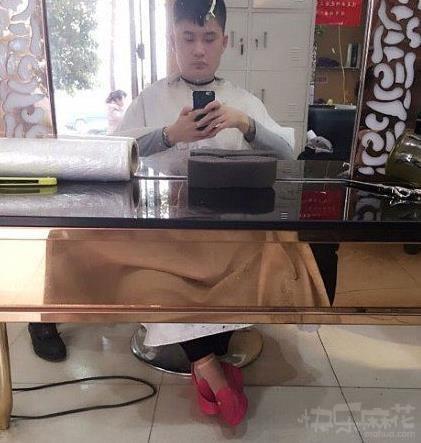 快看我的鞋好看吗?